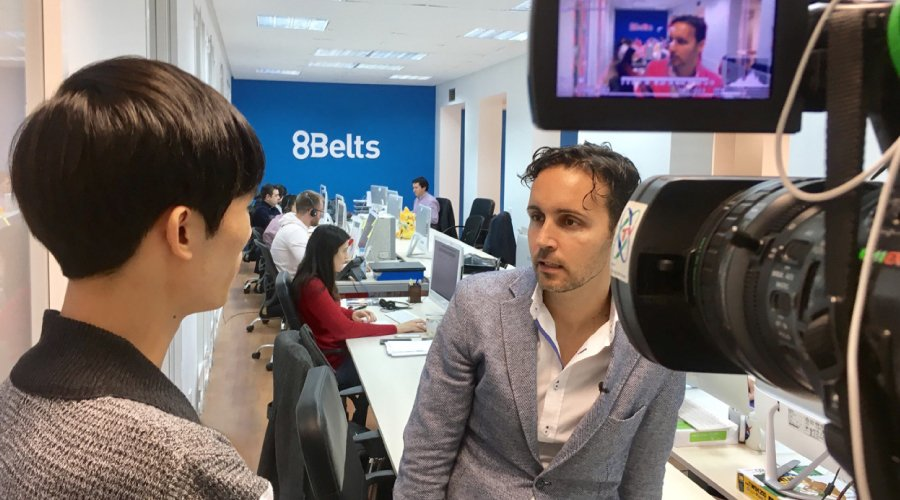 ¡CCTV Televisión China entrevistó a Anxo Pérez, CEO y Fundador de 8Belts.com!
