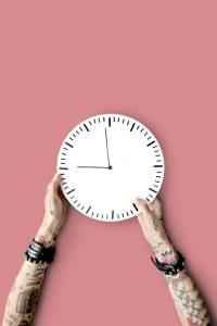 Puntualidad como una clave para la entrevista laboral en inglés - 8Belts