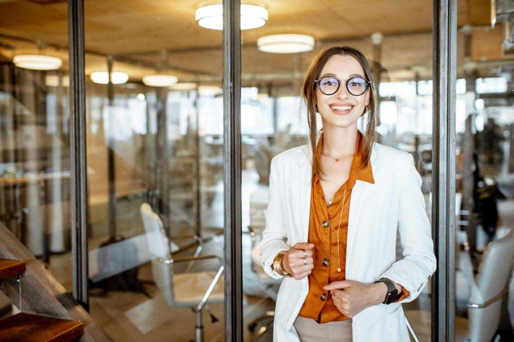 mujer de negocios - profesiones en inglés y en español